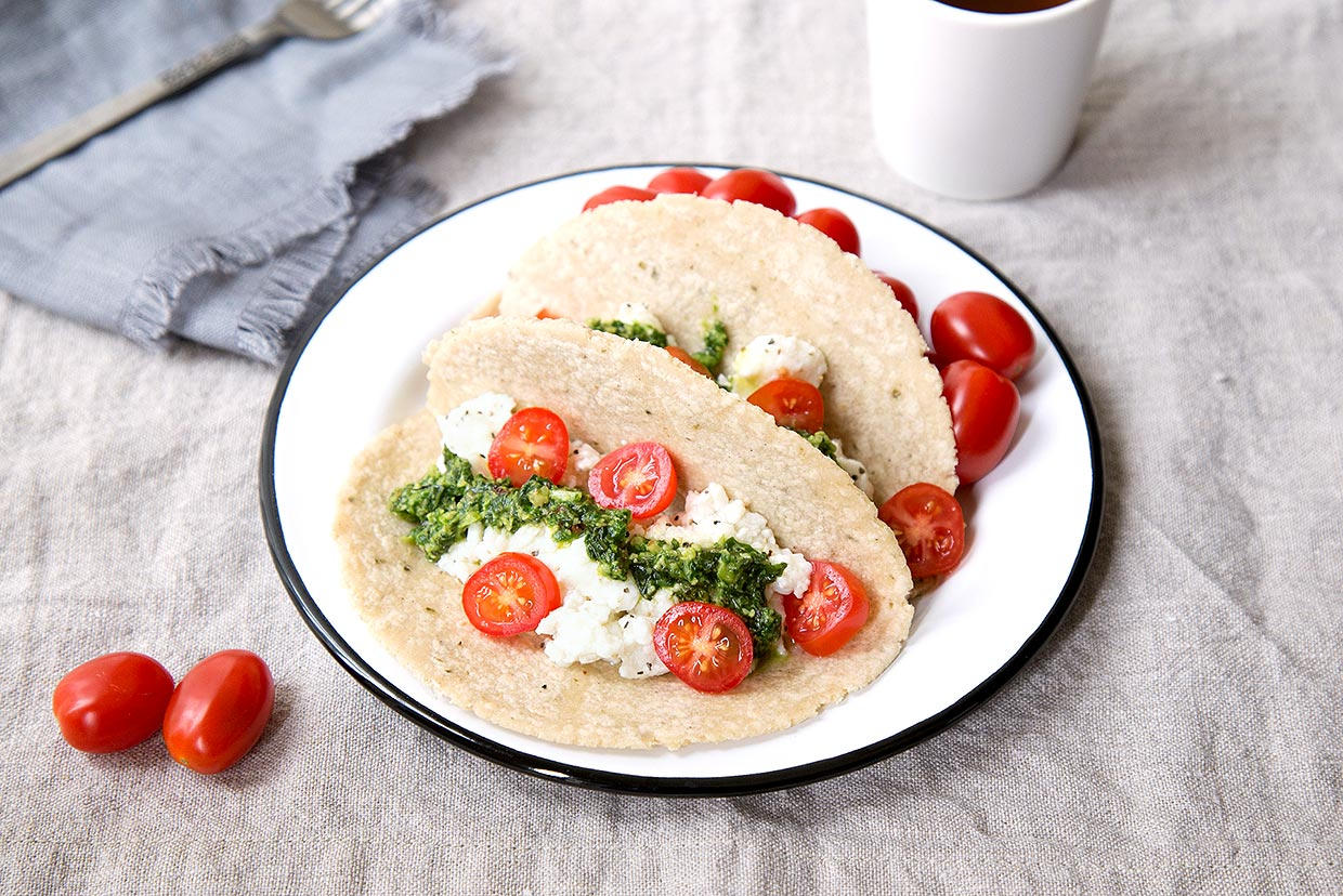 Egg white breakfast tacos with spinach pesto recipe myfooddiary forumfinder Images