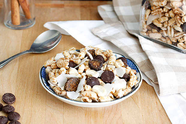 Whole Grain Fig and Coconut Trail Mix Recipe